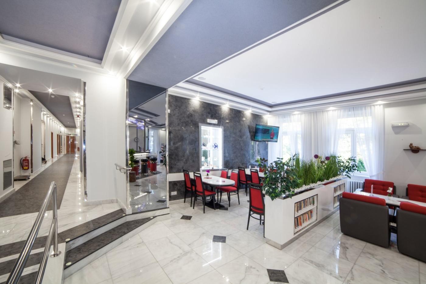 Concordia_lobby_bar_corridor